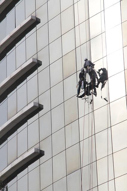 Mycie okien w biurowcach - Warszawa